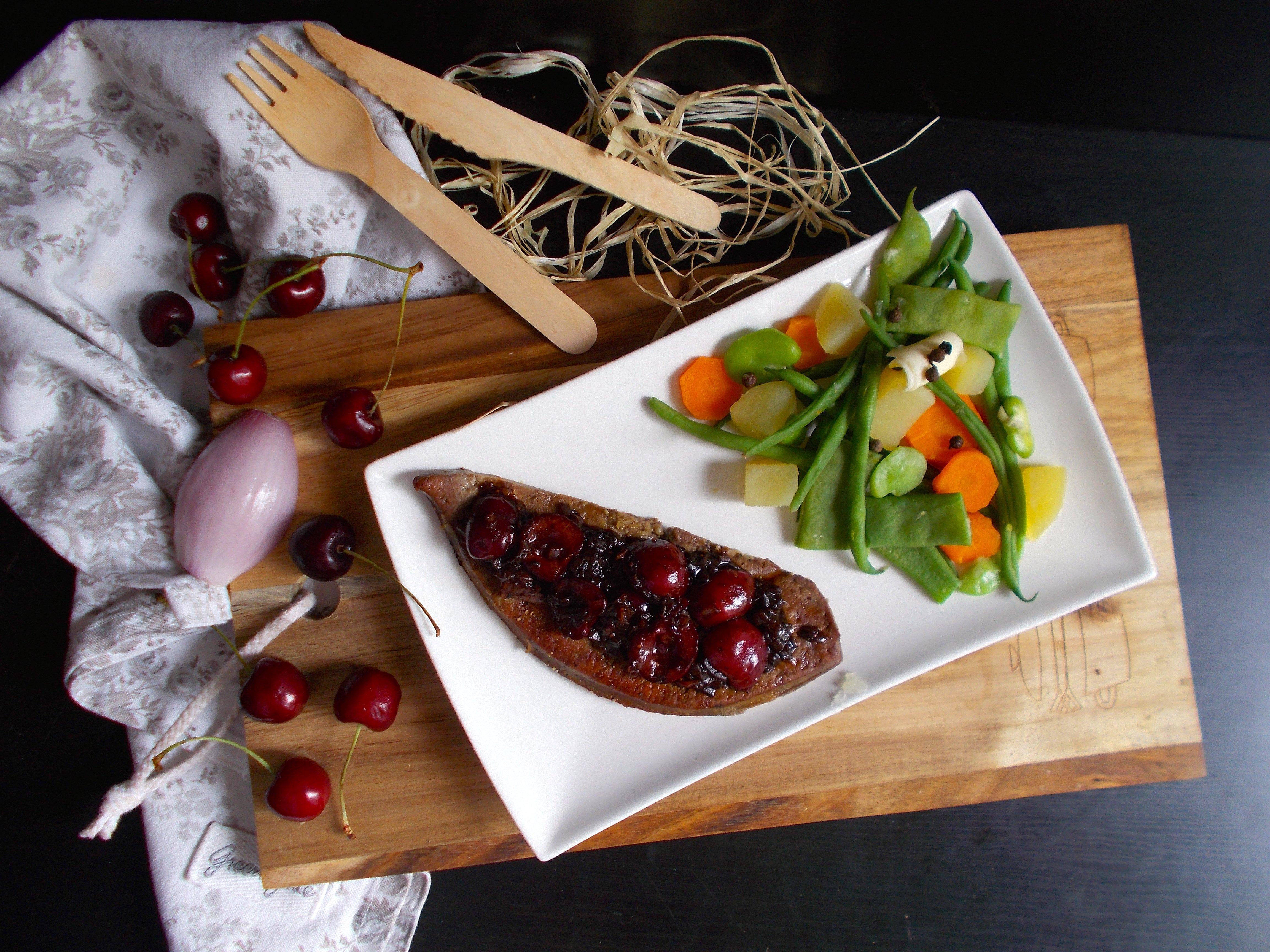 Foie de veau au confit de cerise et de figue
