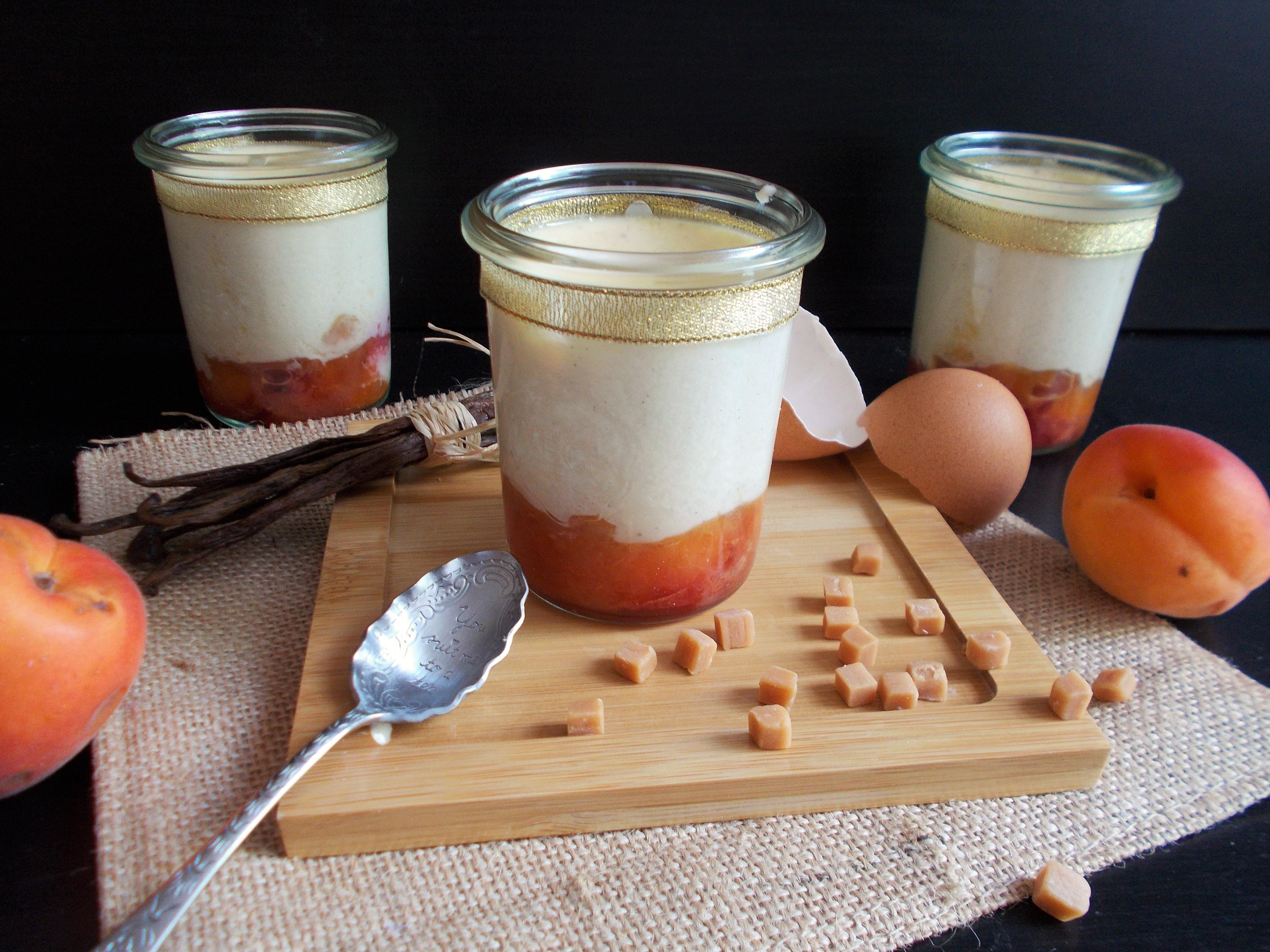 Crème dessert à la vanille sur lit de pêches caramélisées