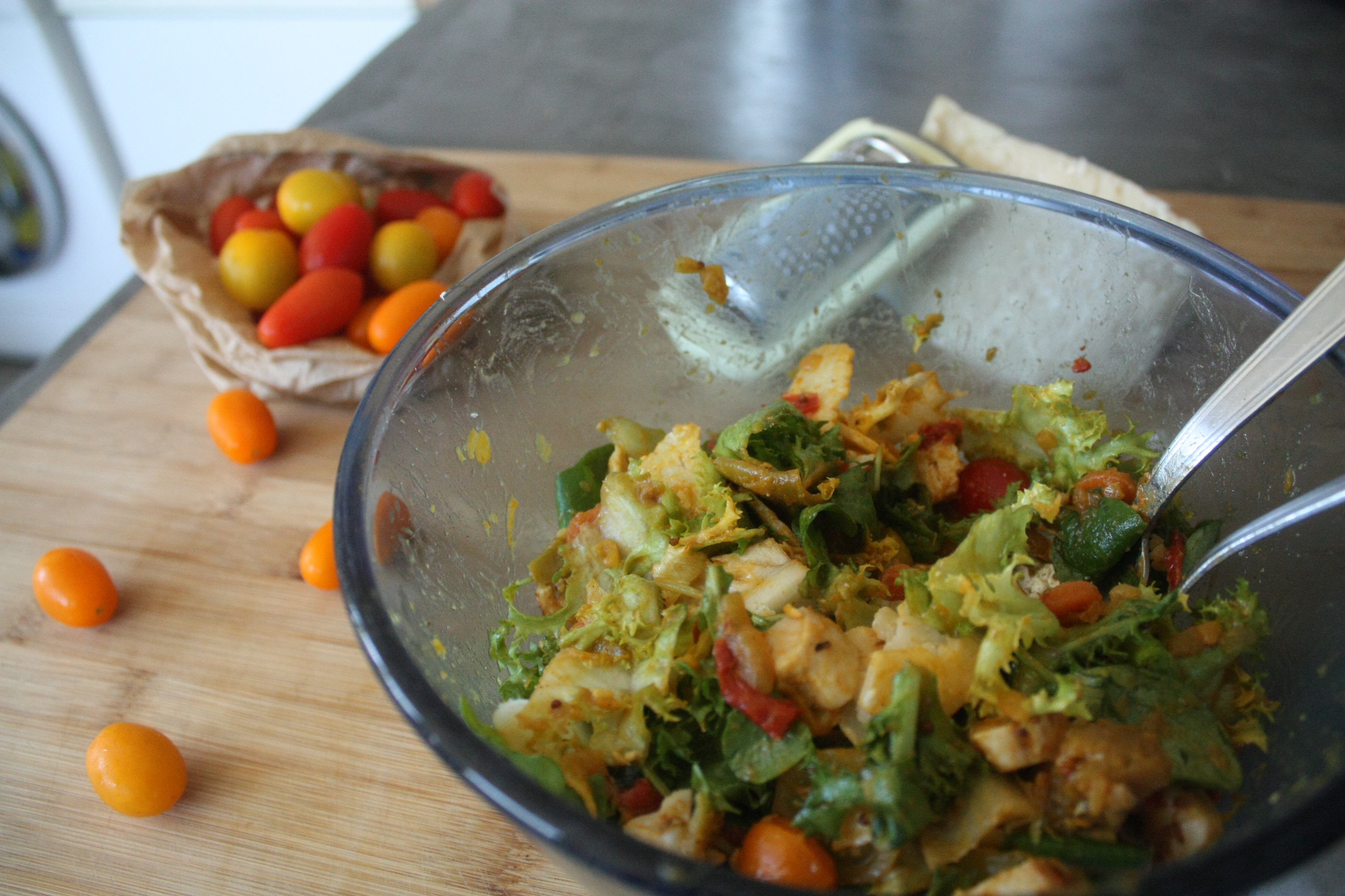 Salade indienne au poulet rôti et parmesan