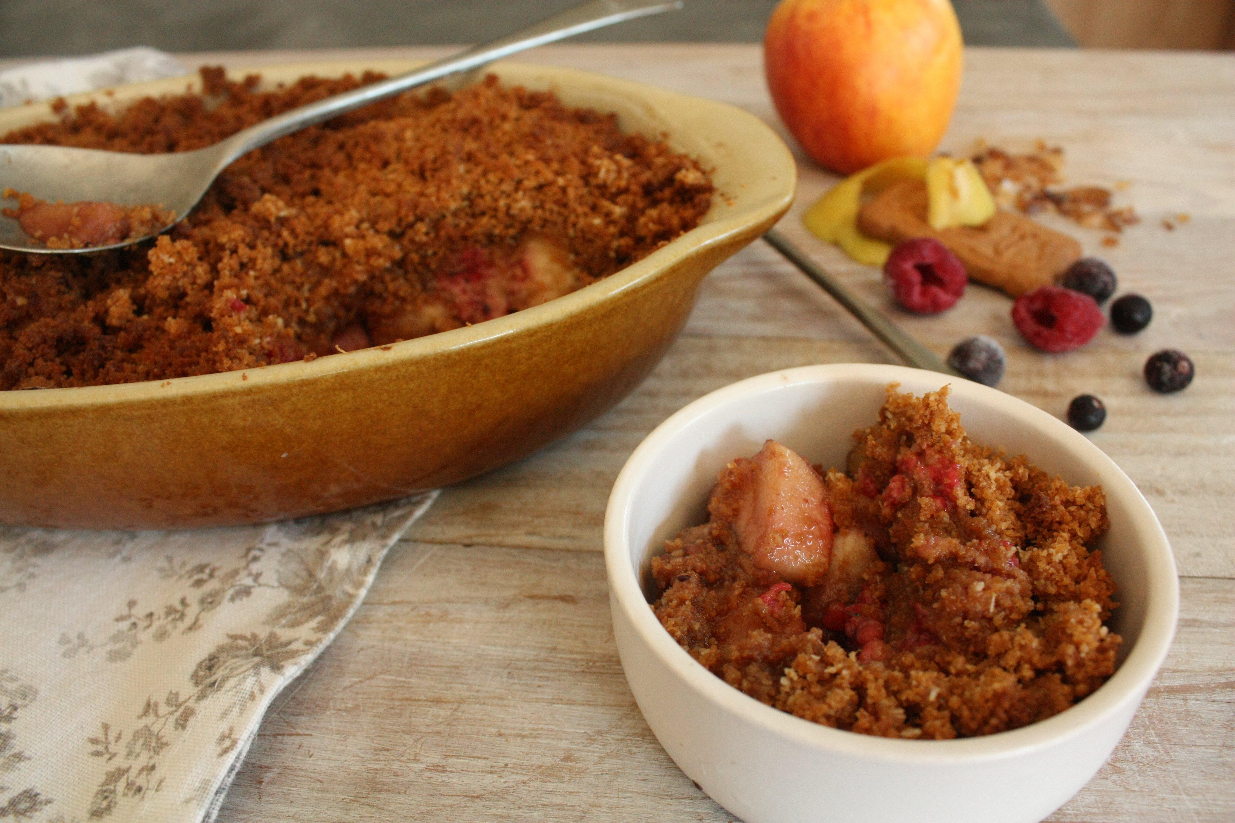 Crumble pomme-framboise aux spéculoos et noix de coco