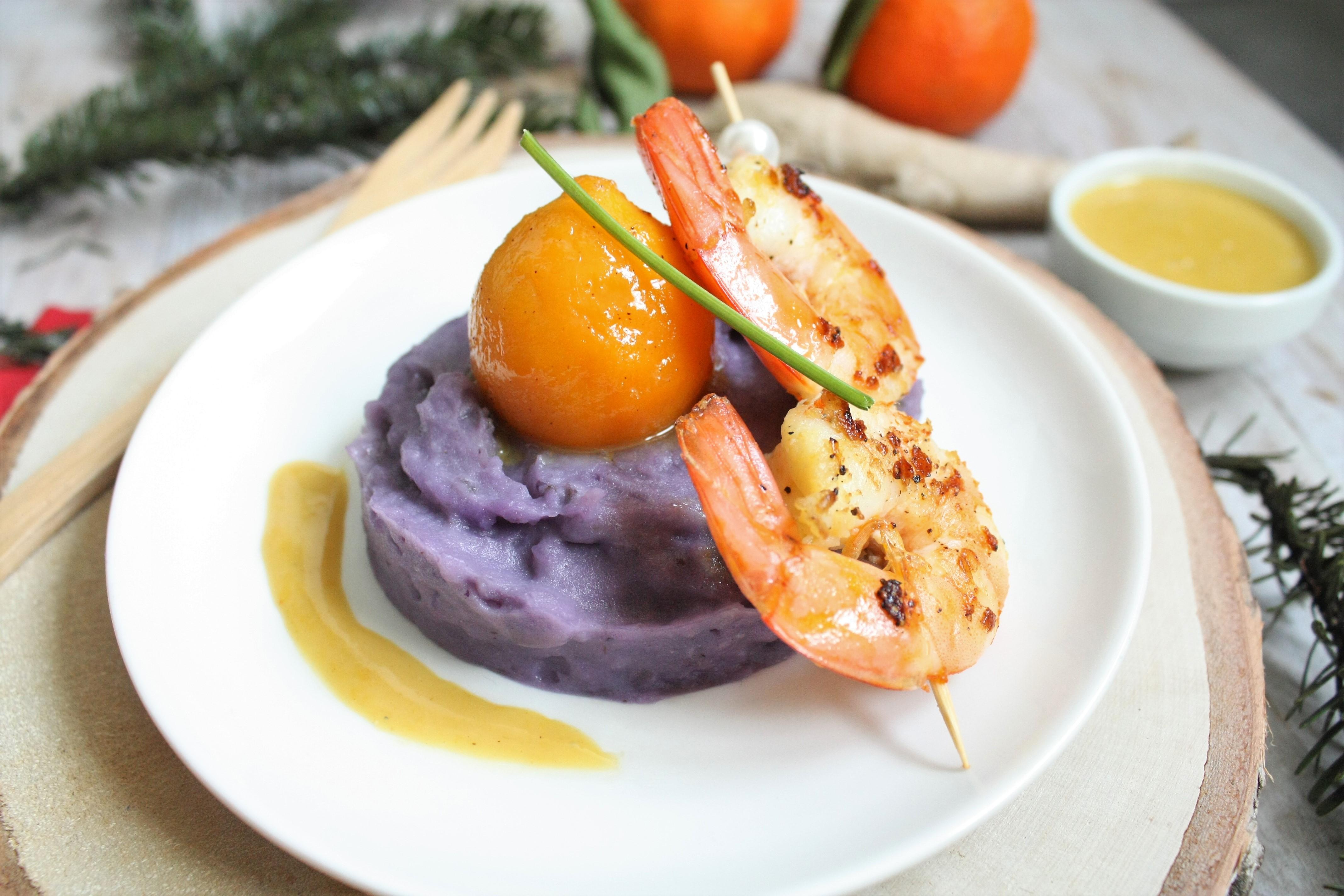 Crevettes sautées à la mandarine, navet boule d'or glacé, purée de vitelotte et sabayon au gingembre