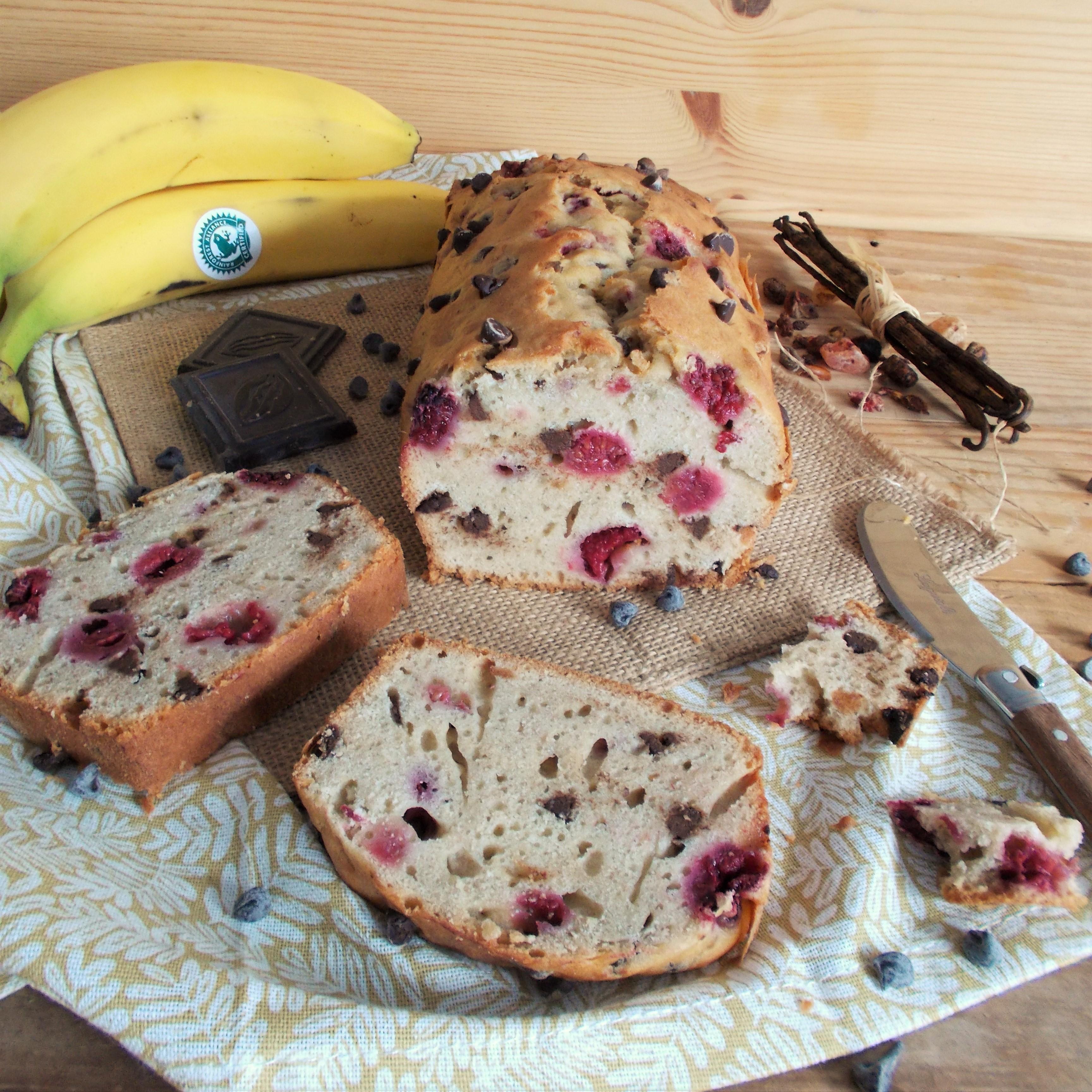 Banana bread aux framboises et pépites de chocolat