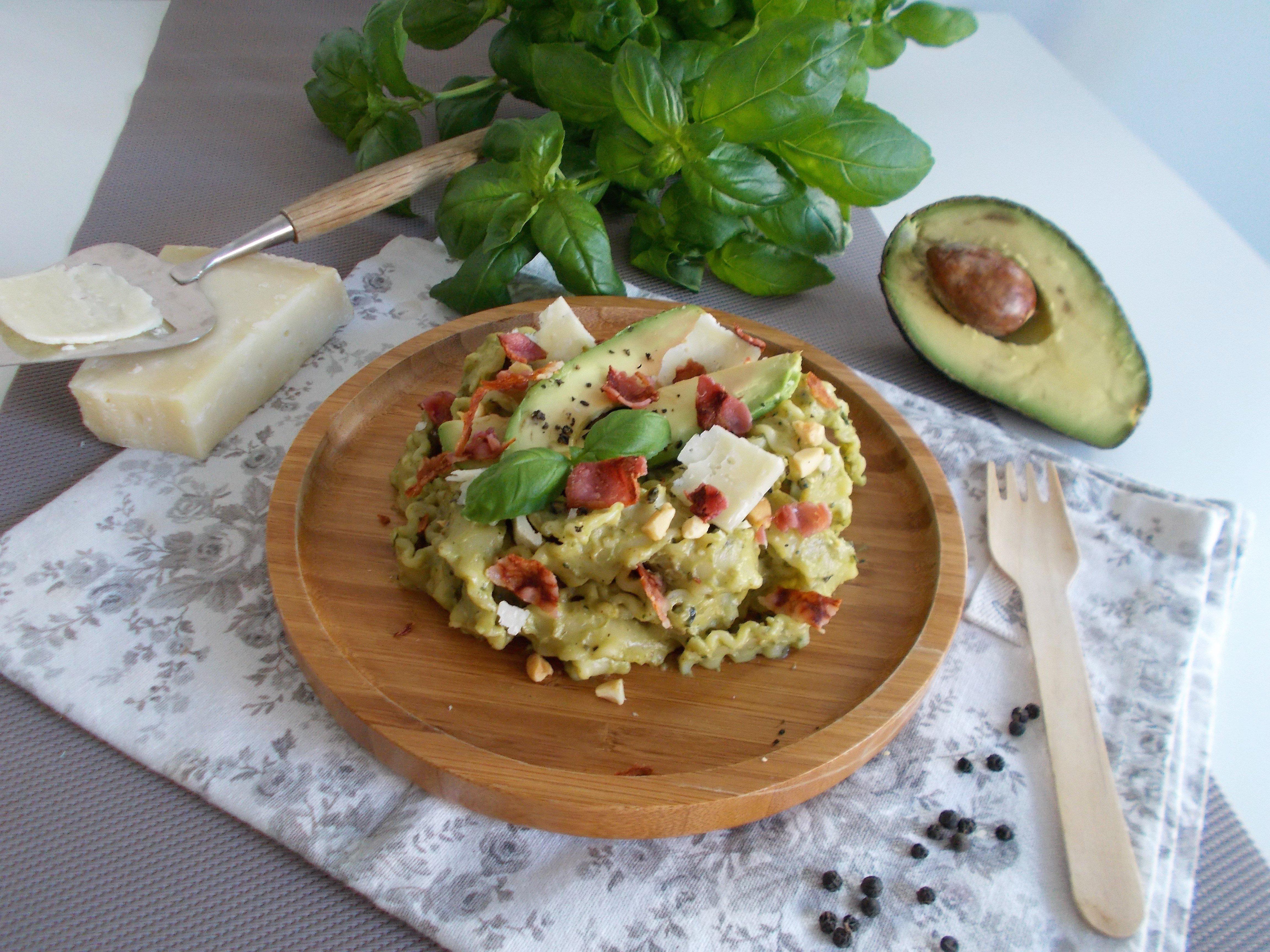 Pâtes au pesto d'avocat (creamy avocado pasta)