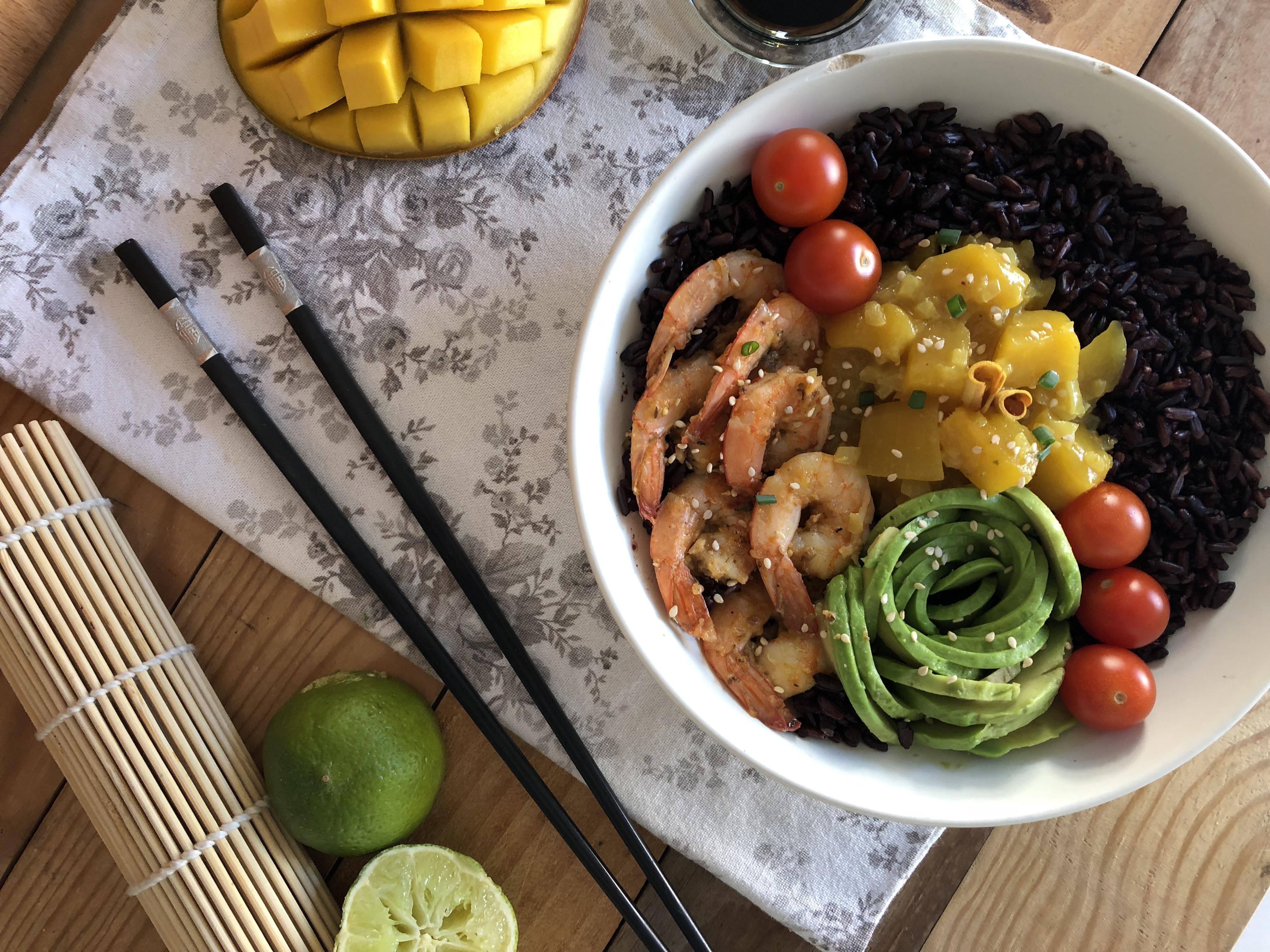 Poke Bowl aux crevettes cajun et chutney de mangue