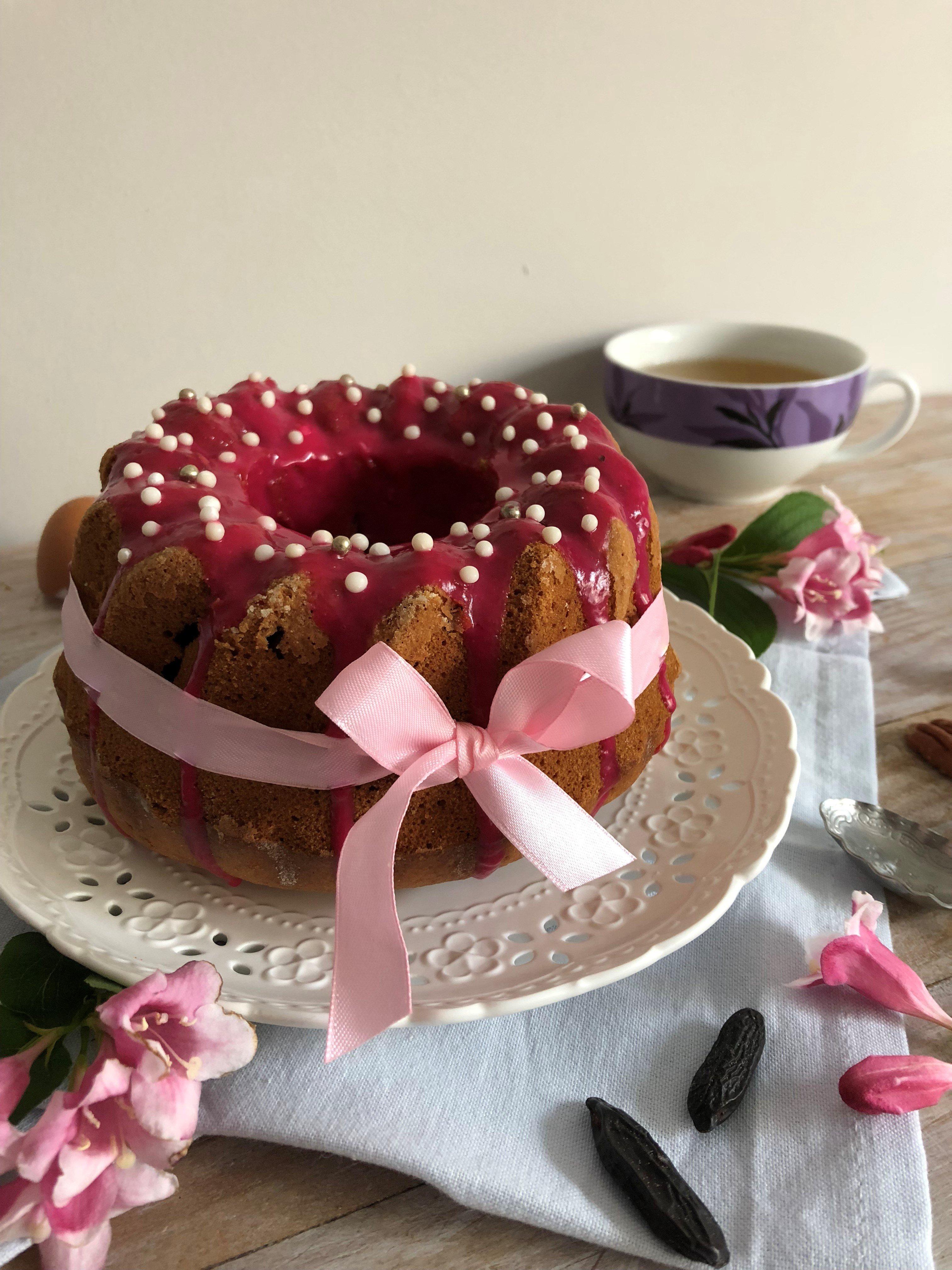 Gâteau au yaourt cerise, pécan et tonka