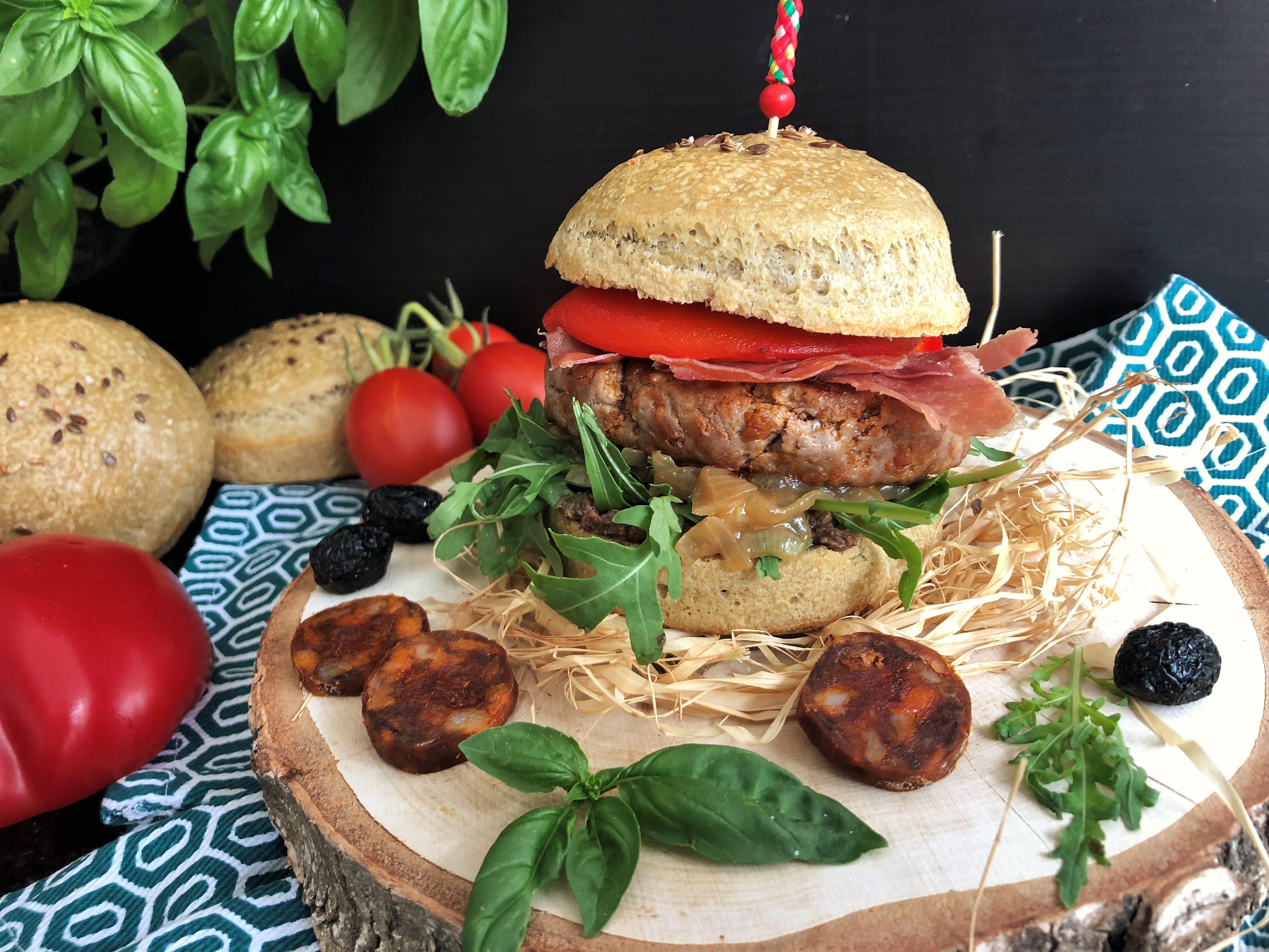 Burger Valencia : chorizo, tapenade et poivron grillé