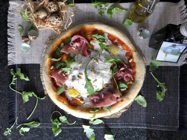 Pizza à la burrata, truffe noire et prosciutto