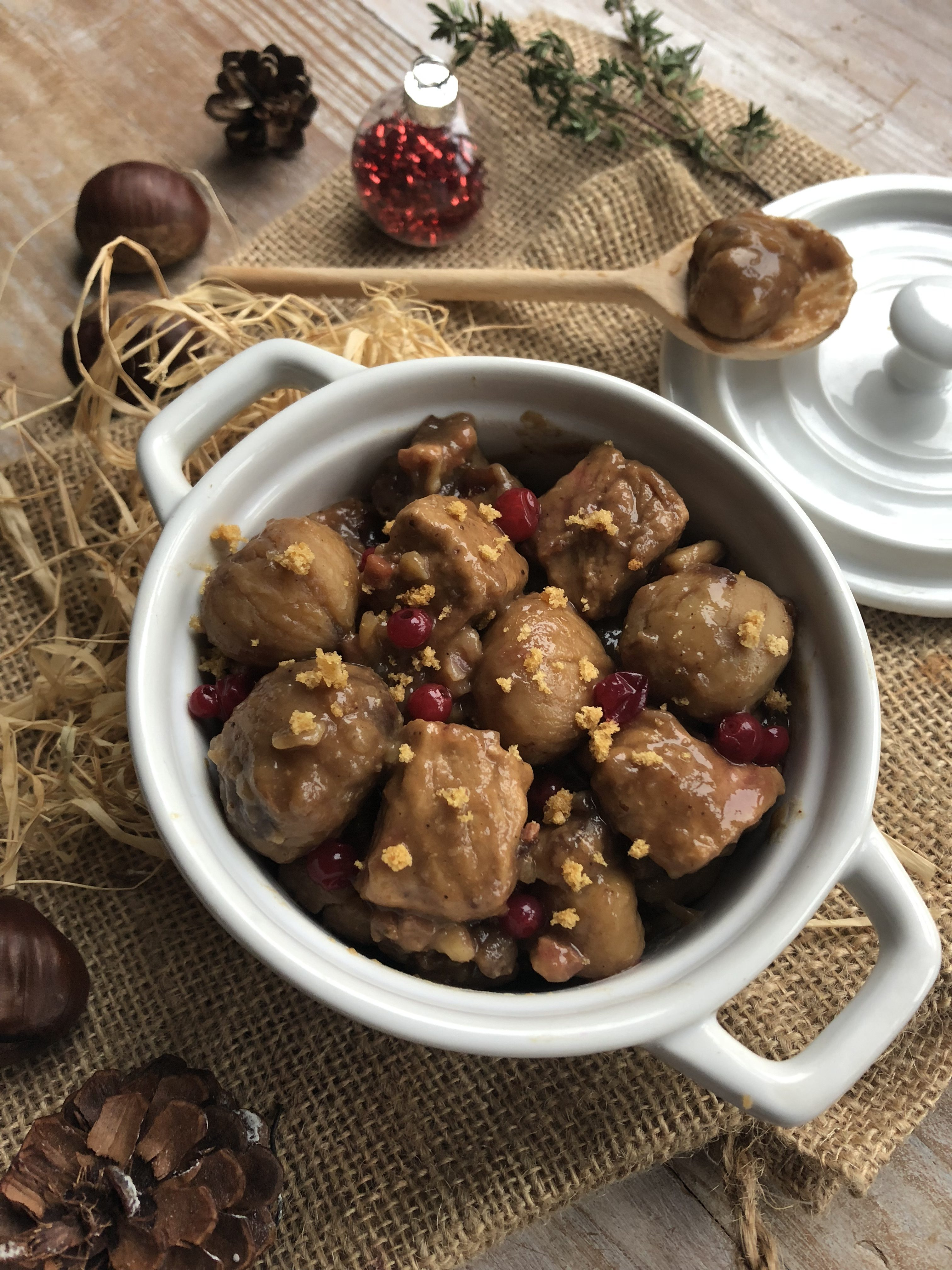 Mijoté de porc aux chataignes, cranberry et épices de Noël