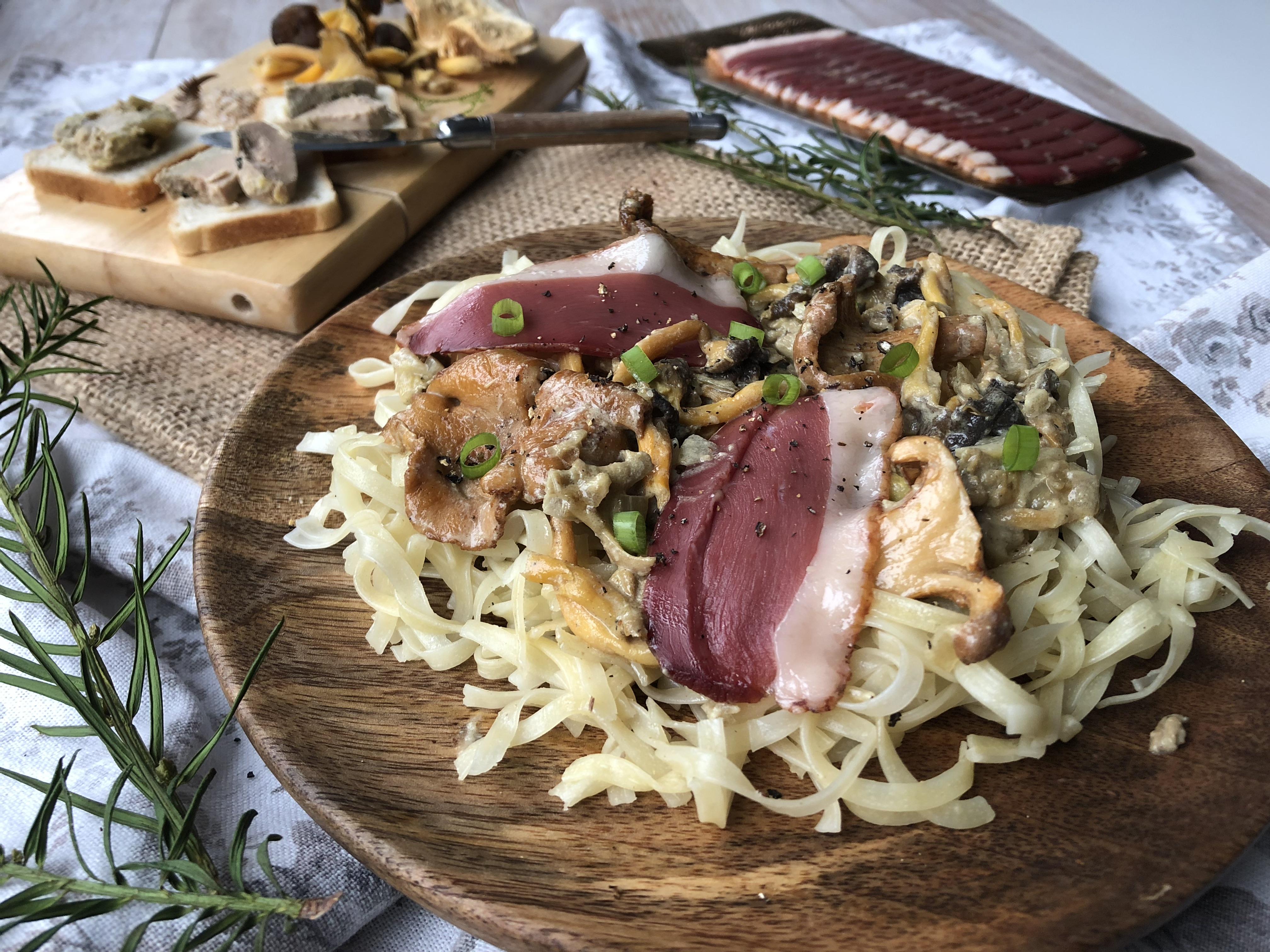 Linguini au magret séché, champignons et sauce au foie gras