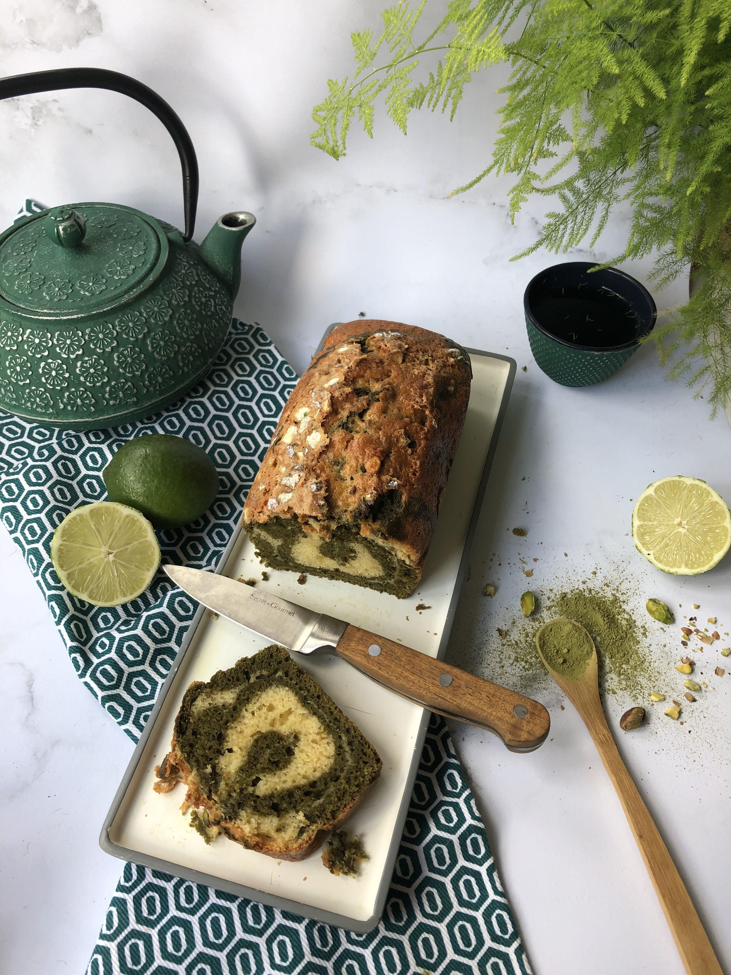 Cake marbré matcha et citron vert aux éclats de pistache