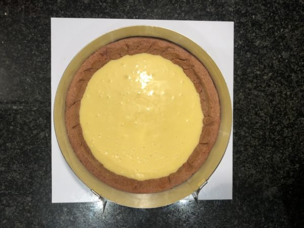 Versez direcement sur le fond de tarte et réfrigérez.