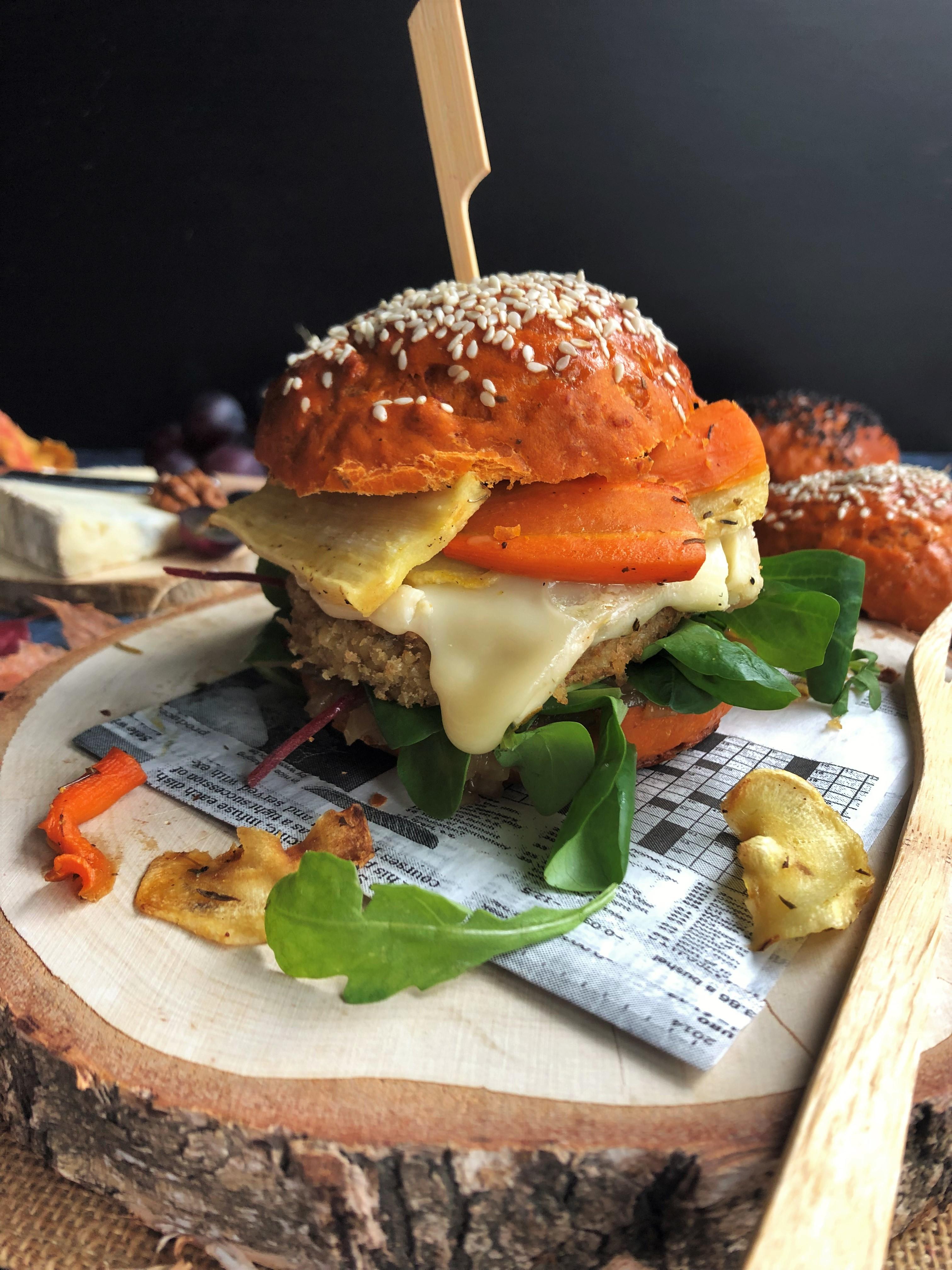 Burger d'automne : steak de champignon, gorgonzola et légumes oubliés