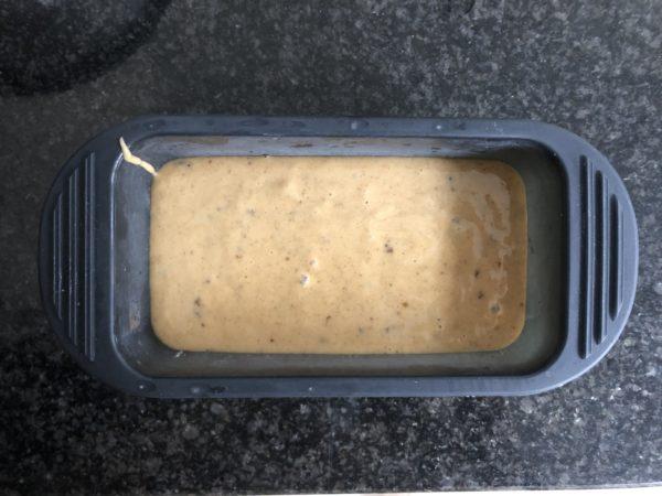 Versez dans un moule à cake de 12 cm et enfourner pour 45 min.