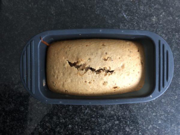 A la sortie du four, laissez le pain d'épices efroidir 15 min puis emballez le dans du film étirable alors qu'il est encore tiède.