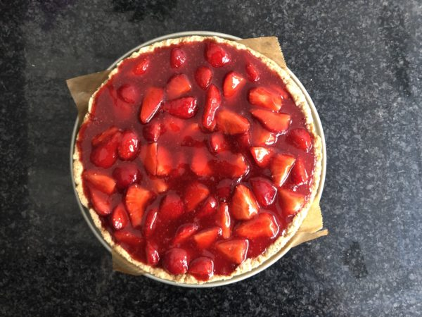 Laissez tiédir puis versez sur le dessus du cheesecake.