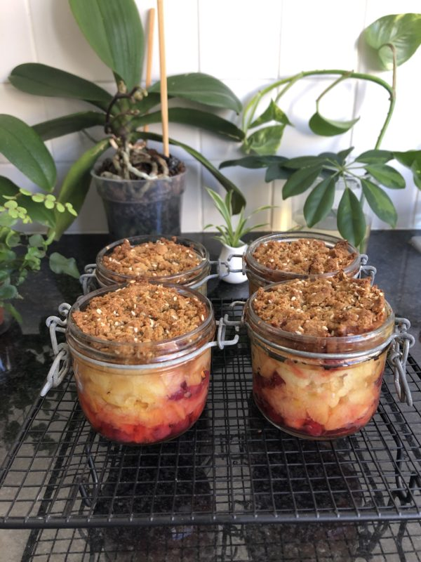 Enfournez pour 20 à 25 min. Les pommes doivent commencer à compoter en fin de cuisson.
