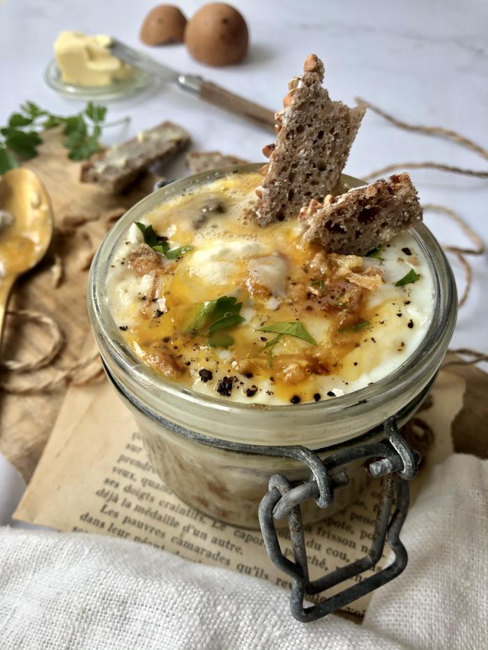 Oeuf cocotte, burrata et champignons des bois