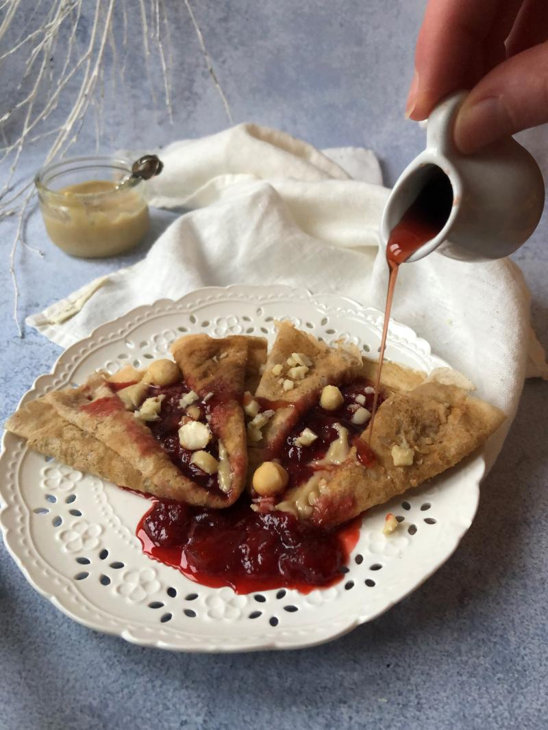 Crêpes compotée de fraises et crème de macadamia