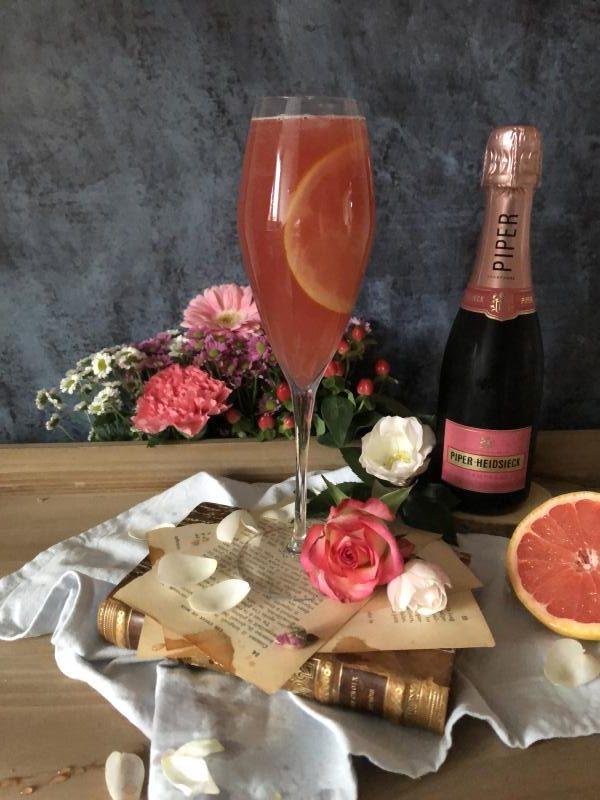 Cocktail Elixir d'Amour : champagne rosé, pamplemousse et rose